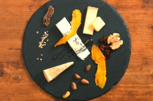 宮崎県産チーズとドライマンゴーの盛り合わせ